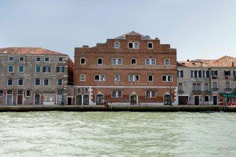http://generatorhostels.com/ © Piero Fabbri_2013